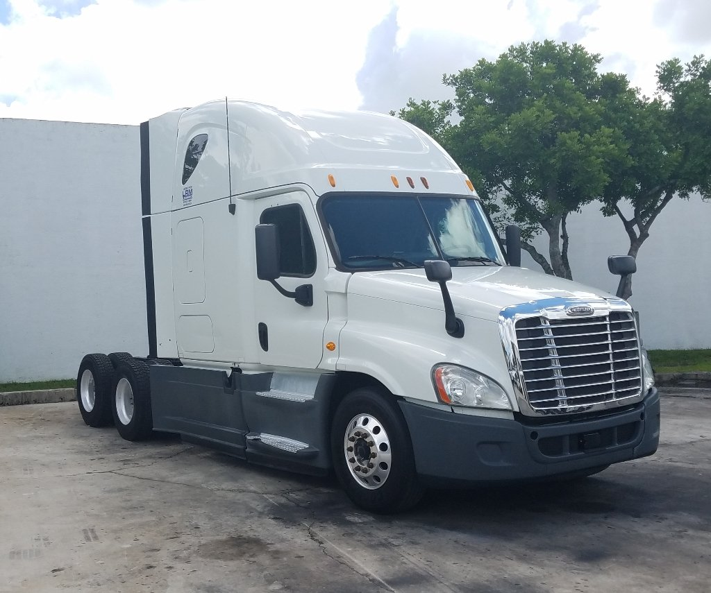 2015 FREIGHTLINER CASCADIA TANDEM AXLE DAYCAB